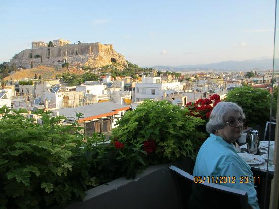 The Athens Gate Hotel: View of Acropolis from our roof top restaurant dining table.