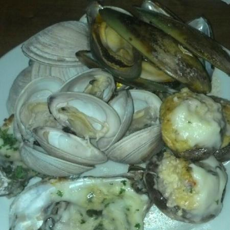 Captain George's Seafood Restaurant MB: Mussels, Clams and Oysters