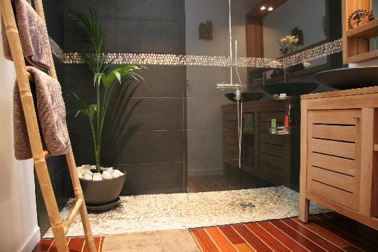 salle de bains commune chambre classique photo de bed bordeaux bordeaux tripadvisor. Black Bedroom Furniture Sets. Home Design Ideas