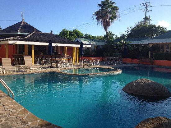 The Village Cafe: Poolside Bar