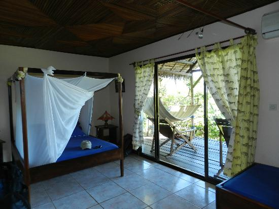 Le Grand Bleu: One of the rooms with a balcony with a hammock