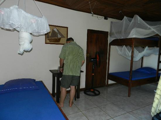 Le Grand Bleu : Rooms have fan, air con and mosquito nets