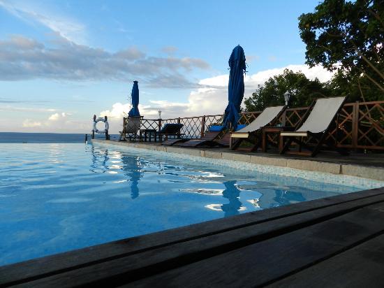 Le Grand Bleu: Pool view near sunset
