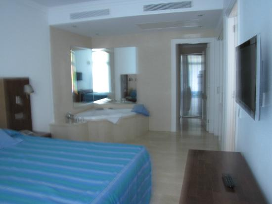 Club Gran Anfi: Big room with jacuzzi - Quarto enortme com jacuzzi