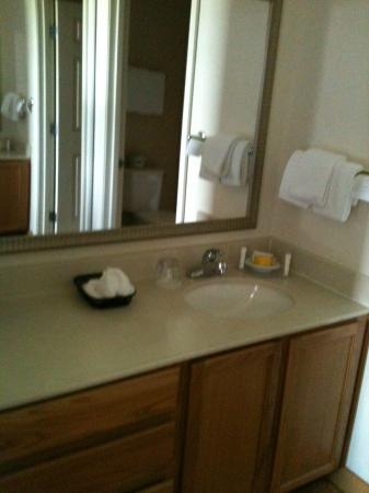 Residence Inn Austin Round Rock: Lots of counter space!