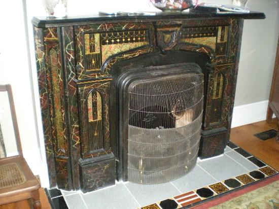 Arbor House Inn : Fireplace