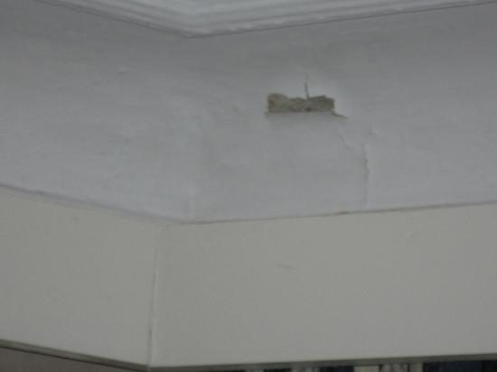 أوتل دي كولونيز: peinture decollée