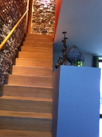 L'echappee Belle : stairs to room