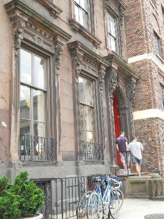Hostelling International - Baltimore: entrada de la hostel