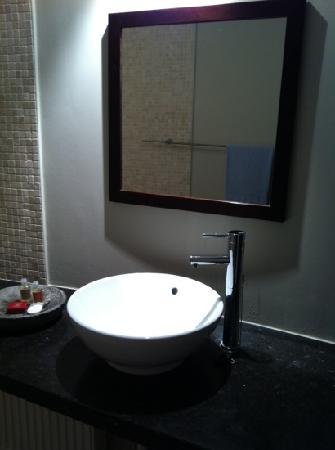 L'echappee Belle: clean spacious toilet