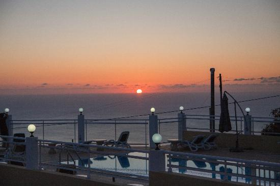 Vila Mia: Sonnenuntergang am Pool