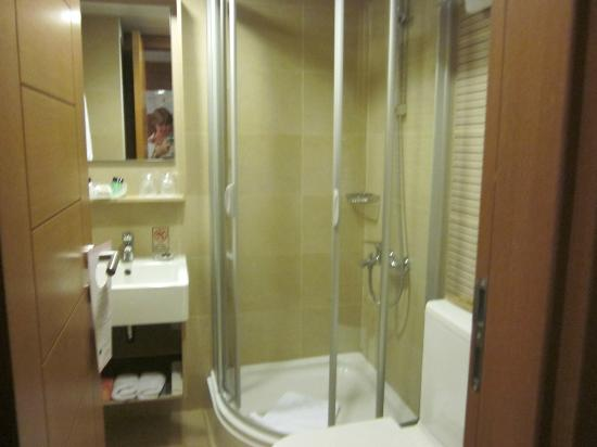 BEST WESTERN Citadel Hotel: That excellent shower