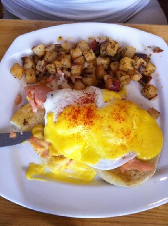 The Egg Shell: salmon Benedict