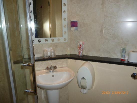 Stay Inn Manchester: Bathroom