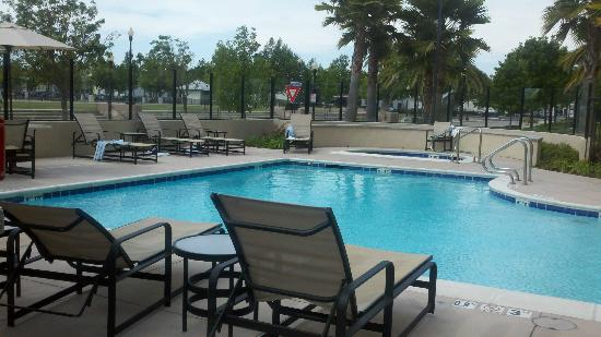 Hampton Inn and Suites Suisun City Waterfront: Dirty pool towels from previous day