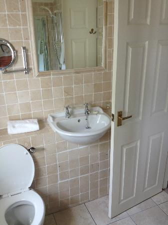 Holbeck Ghyll Country House Bathroom Sink With Separate Hot Cold Faucet