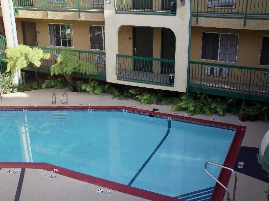 Quality Inn Near Hollywood Walk of Fame: Piscine Quality Inn