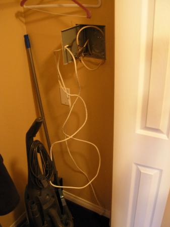 Borgata Lodge: Cables hanging out in closet.