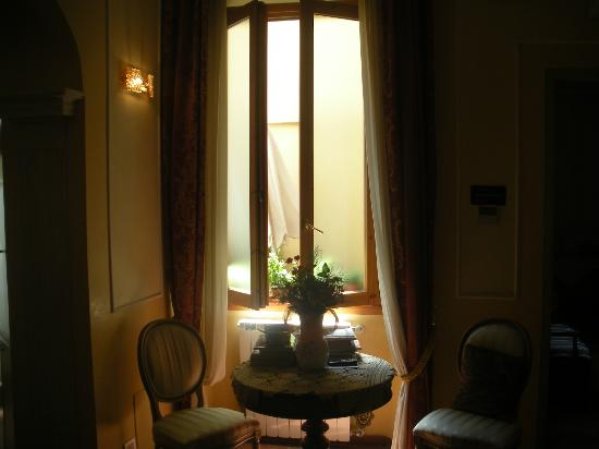 Hotel Europa: Reception area at Europa
