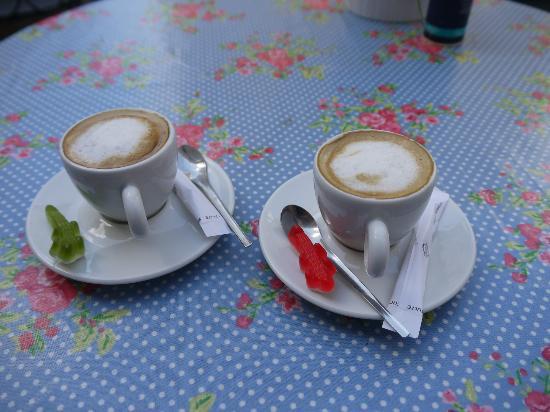 Orchis : Unsere Kaffes mit lecken Gummibärchen
