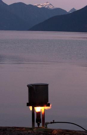 Bute Inlet Lodge : Preparing dinner