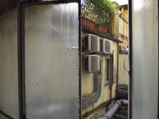 Hotel Picasso: broken window in hallway