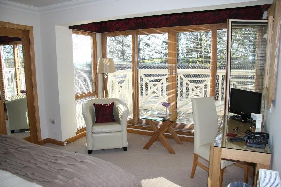 The Redgarth: Blick vom Zimmer auf den Balkon