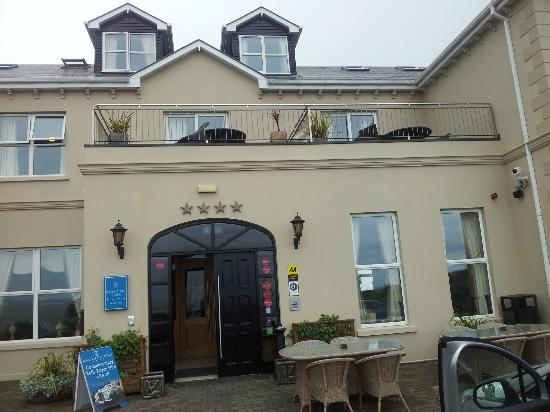 Ballyliffin Lodge & Spa Hotel: Front of hotel showing our room