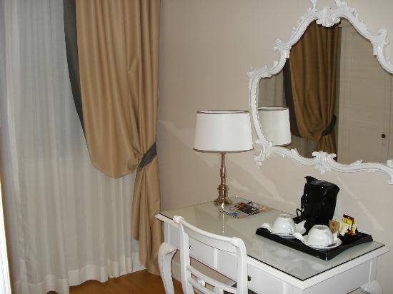 Rapallo Hotel: La zona del vestidor con café y te para preparar