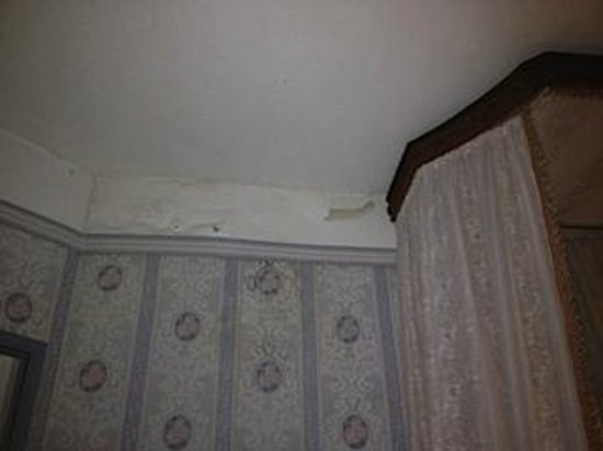 papier peint et plafond chambre picture of chateau fontguitard cambounet sur le sor tripadvisor. Black Bedroom Furniture Sets. Home Design Ideas