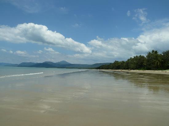รามาดารีสอร์ท พอร์ทดัคกลาส: 4 mile beach