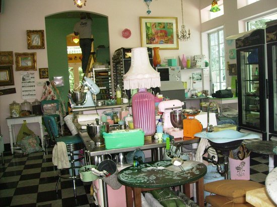Buttercup Bakery : The Pretty Kitchen