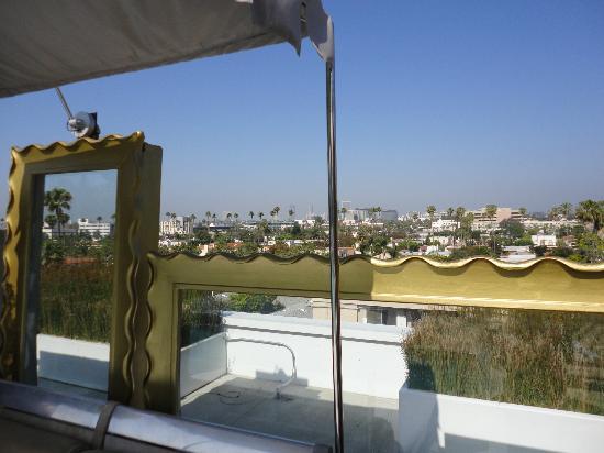 SLS Hotel, A Luxury Collection Hotel, Beverly Hills: vista desde la piscina 6o piso