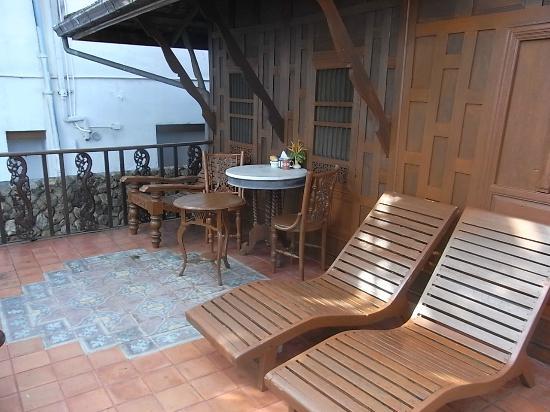 Ban Sabai Big Buddha Retreat & Spa: Unsere Seite des Balkons