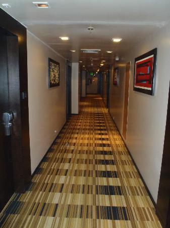 โรงแรมสเวลเต้ & เพอร์ซันนัลสวีทส์: corridor