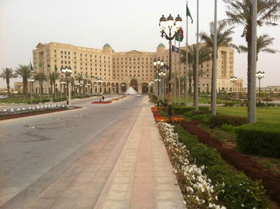 The Ritz-Carlton, Riyadh : RC Riyadh, in a sand storm!