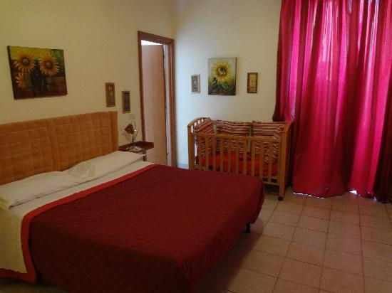 Bed Breakfast and Cappuccino - Kosher B&B Roma: Our room