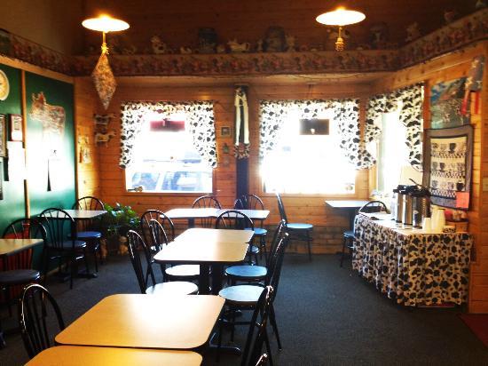 D & V's Bakery: Interior of D & V's