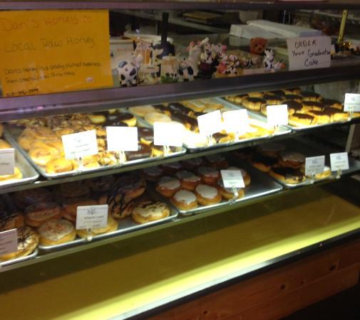 D & V's Bakery: Doughnuts!