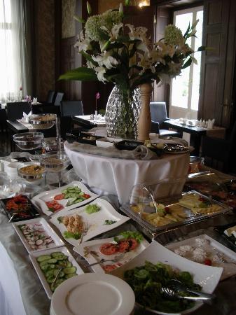 Platinum Palace Hotel: Breakfast