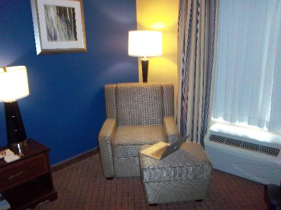 Holiday Inn Express Houston-Downtown Convention Center: comfy seat a place to put my feet and wifi ahhh