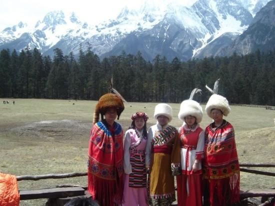 Conifer Lishui Yang'guang Hotel: local native people