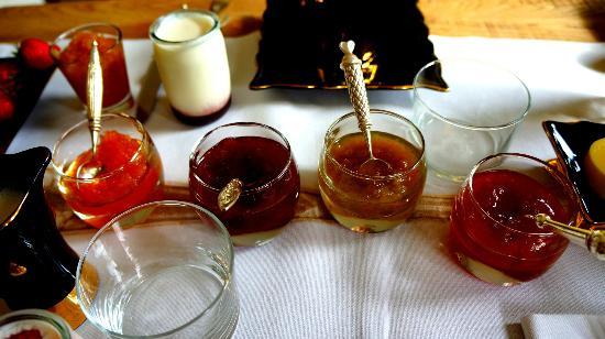 Auberge du Paradis: Breakfast Jams