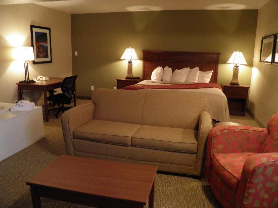 BEST WESTERN Town & Country Inn: how suite life can be