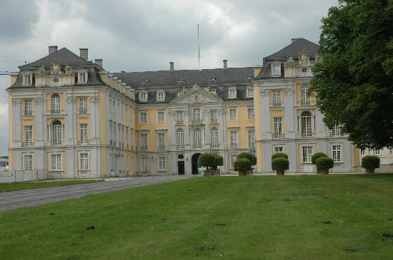 augustusburg castle in br hl picture of schloss. Black Bedroom Furniture Sets. Home Design Ideas