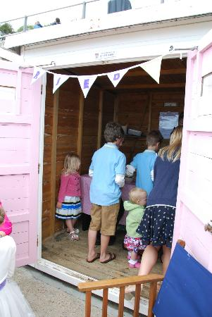 how to build an ice cream hut