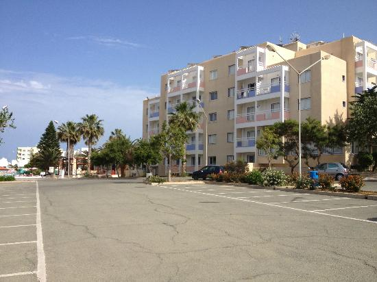 Astreas Beach Hotel Apartments: The Hotel & Car Park