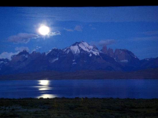 Tierra Patagonia Hotel & Spa: Morning Moon from Room
