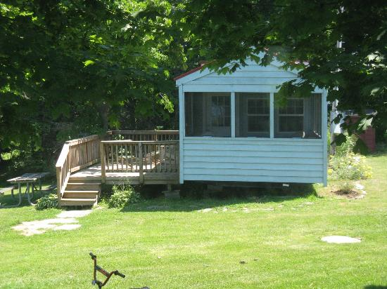 Virginia's Beach Campground: cabin to our right