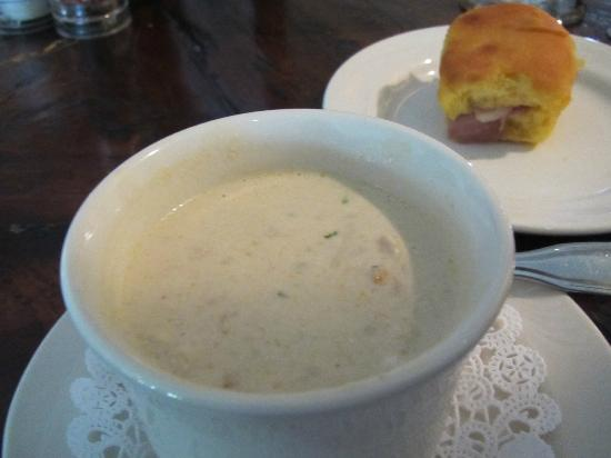 Smithfield Inn : Low Country Crab Soup and Ham Biscuit